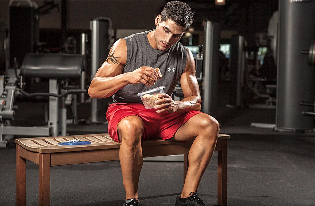 Bărbații, care doresc să piardă în greutate, este sănătos să mănânce după antrenamente