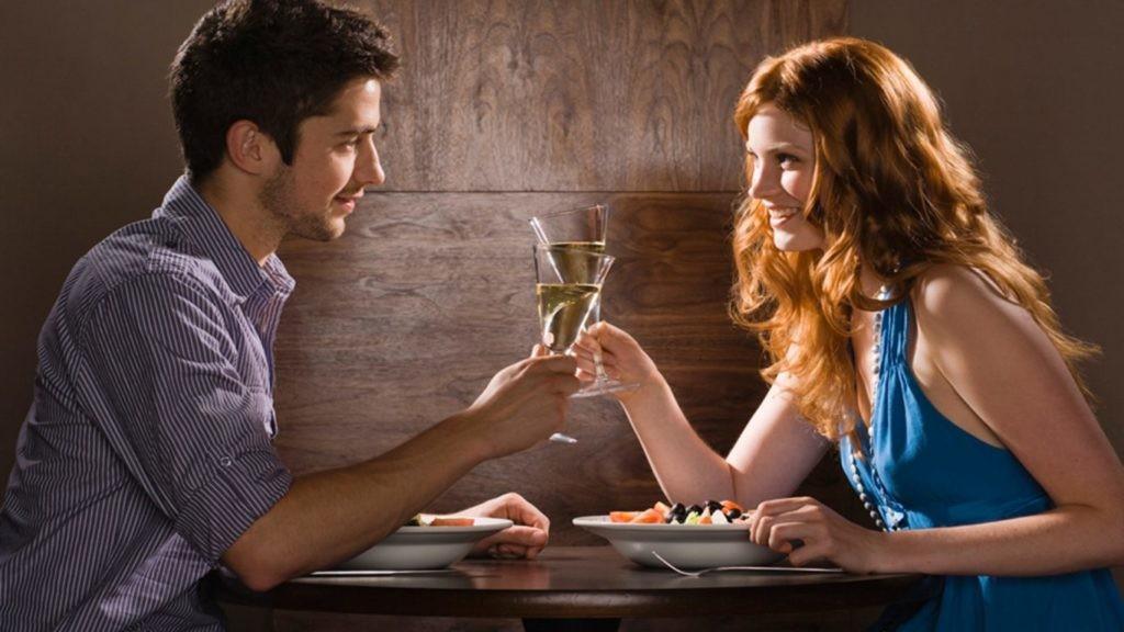 Despre ce vorbești la prima întâlnire cu o fată?