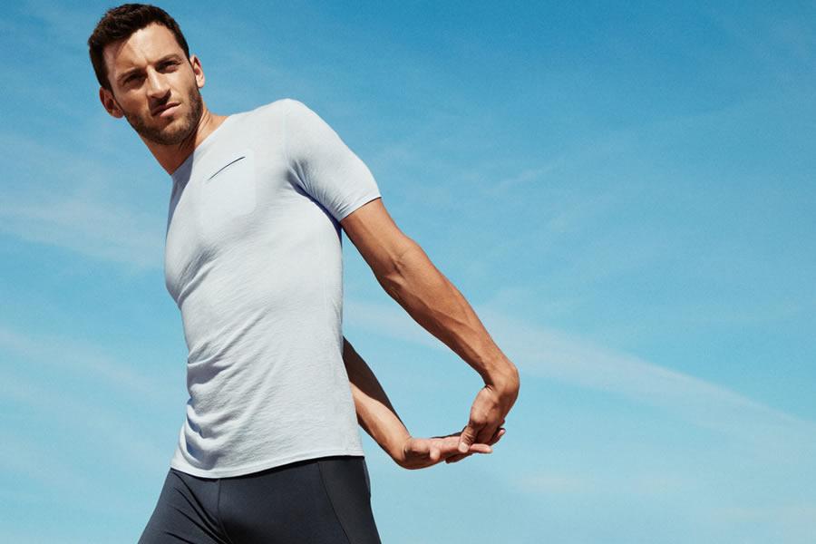 Cum să alegi tricoul ca să arăți musculos: 3 sfaturi