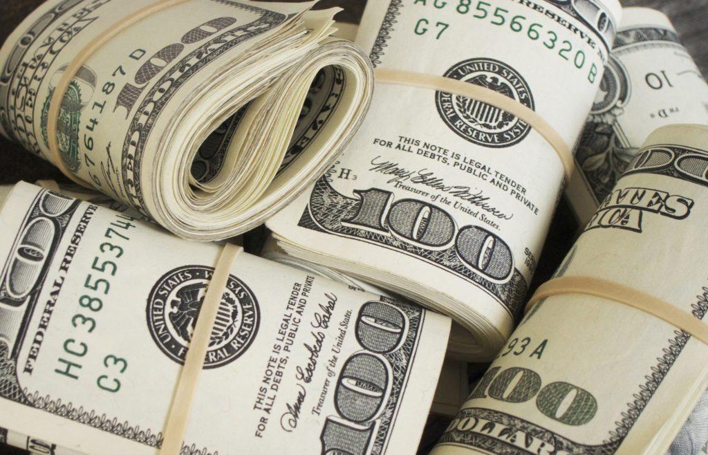 8 miliardari care dețin jumătate din bogățiile lumii
