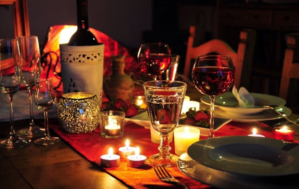 9 trucuri romantice, care nu o vor lăsa indiferentă
